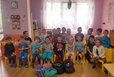 Учим се да помагаме  - ІІІб група - ДГ 2 Щастливо детство - Варна